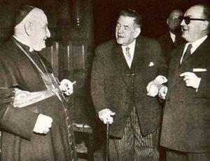 Nedávno svatořečený papež sv. Jan XXIII. s cigaretou v ruce