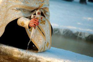 18. a 19. ledna, když požehnáme vodu kdekoli na světě, třeba svoji studánku, vrt či jen vodovod, stává se tato voda automaticky svatou!