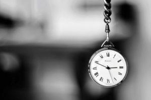 Čas existuje jedině tam, kde existuje také hmota. Jedině podle změn hmoty totiž lze určovat čas. Kde není hmota, nic se nemění, a tudíž nastává věčná přítomnost...